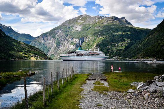 Cruiseboot  in Geiranger fjord