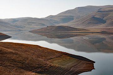 Armeens verstild landschap nabij Zorats Karer von Anne Hana
