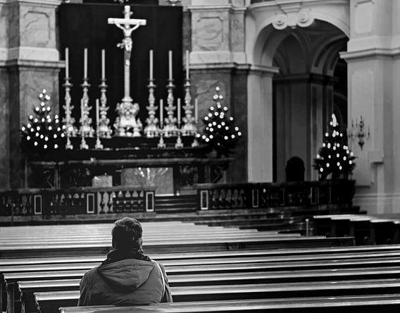 Herdenking in een kerk