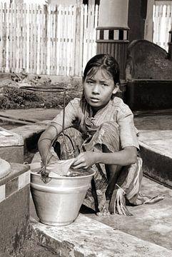 Rangoon-Girl 2 - Analoge Fotografie! von Tom River Art