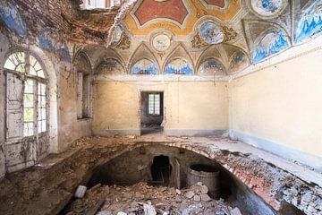 Villa mit Loch in der Etage. von Roman Robroek