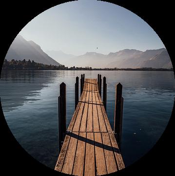 Jetty Lake Geneva during sunrise. van Tom in 't Veld