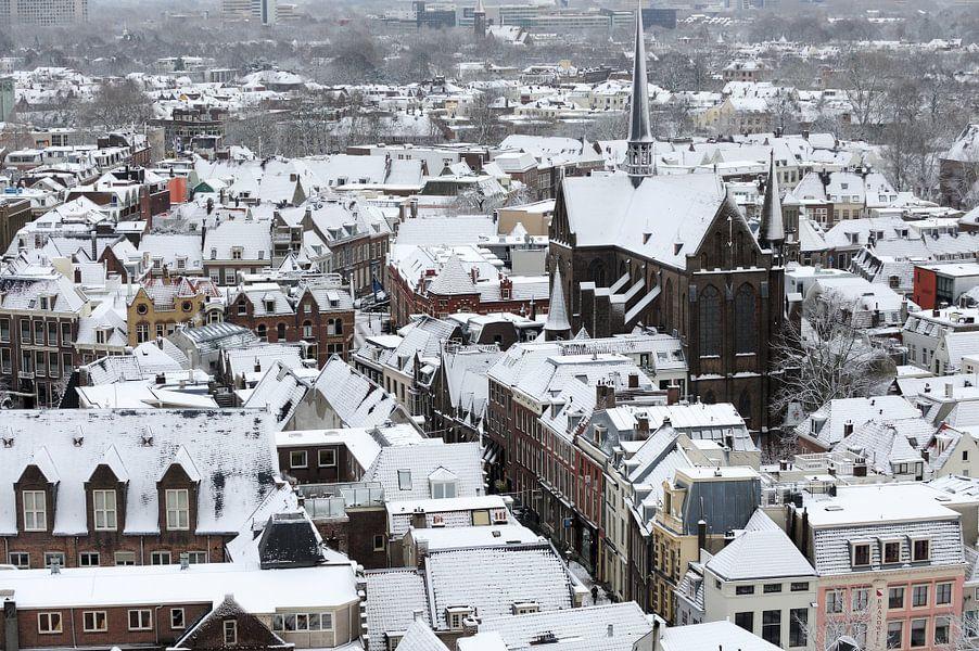 Winters Utrecht met de Sint-Willibrordkerk