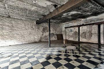 Sitzplatz im leeren Raum von Henk Elshout