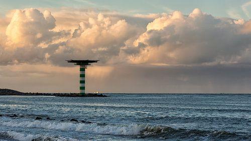 Dreigende wolken lucht boven zee