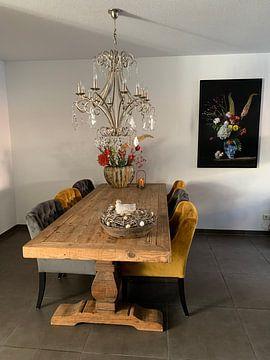 Klantfoto: Bloemen stilleven met Delfts blauwe vaas .  Past meets  present. van Saskia Dingemans