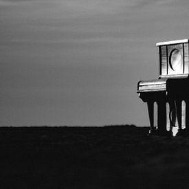 Piano op het strand van Alex Hamstra