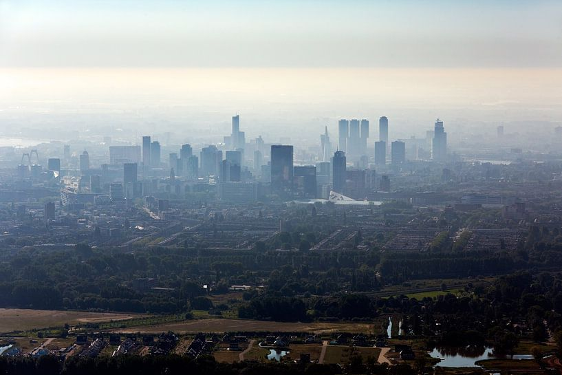 Luchtfoto centrum Rotterdam tijdens zonsopkomst van Anton de Zeeuw