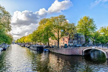 Au bord du Prinsengracht dans le Reguliersgracht à Amsterdam. sur Don Fonzarelli