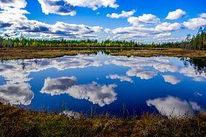 """""""Weerspiegeling"""" in het Oulanka Nationaal Park, Finland. van"""
