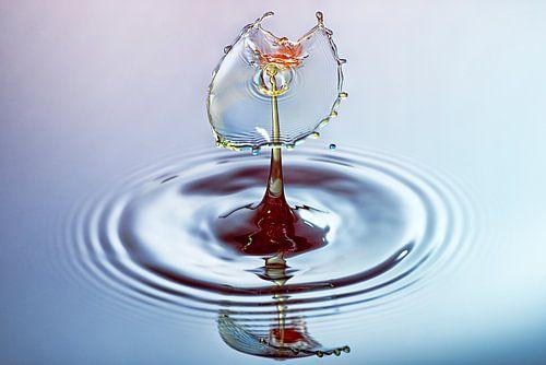 Waterdruppel splash in drie kleuren van