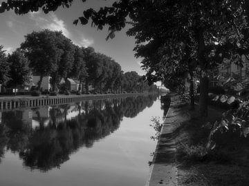 Cadres sur l'eau en noir et blanc sur JM de Jong-Jansen