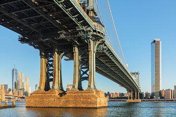 Skyline von Manhattan und  Manhattan Bridge, New York, USA von Markus Lange