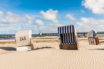 Strandstoelen op het strand van Zingst van Werner Dieterich
