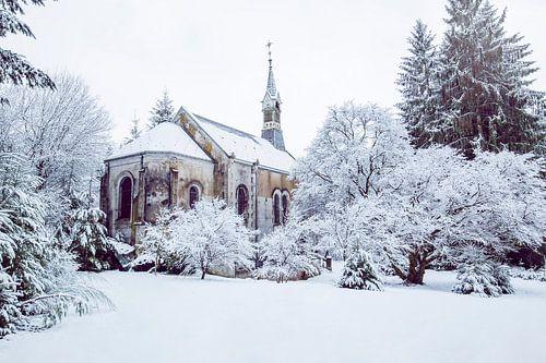 kerkje in de sneeuw van Kristof en Petra