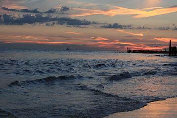Sonnenuntergang am Strand von Zoutelande von MSP Canvas