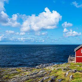 Rote Holzhütte auf der Insel Åstol in Schweden von Rico Ködder