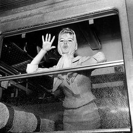 Brigitte Bardot im Zug bei der Abreise nach Spanien für einen Film von Bridgeman Images