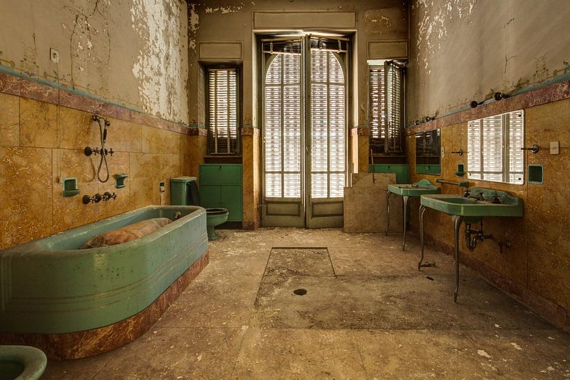 Needing a bath? von Anya Lobers