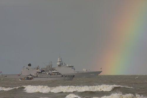 Marineschip met regenboog van Simone Meijer