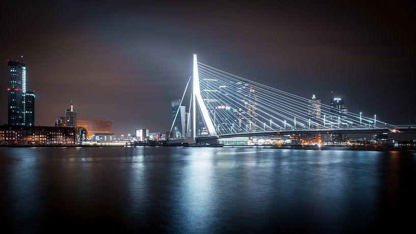 Rotterdam Skyline II (color) van Dennis Wierenga