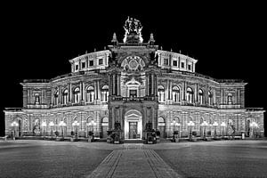 Semper Operagebouw Dresden bij nacht