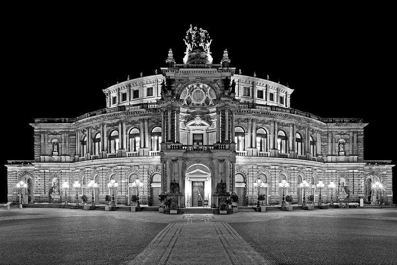 Semper Operagebouw Dresden bij nacht van Frank Herrmann