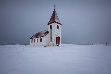 IJslandse kerk in de sneeuw van