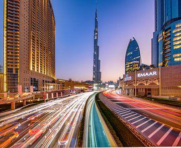 Lighttrails zum Burj Khalifa von