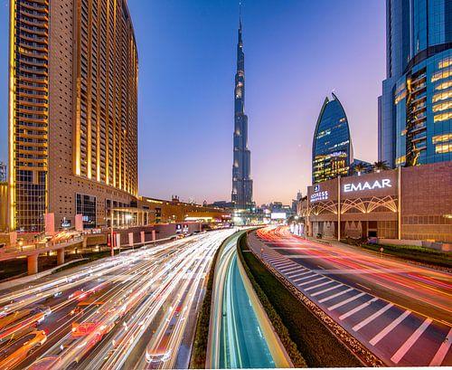 Lighttrails to Burj Khalifa van