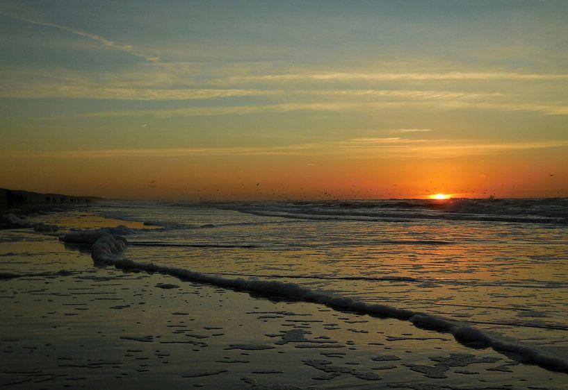 Zonsondergang bij zee sur Dave van den Heuvel