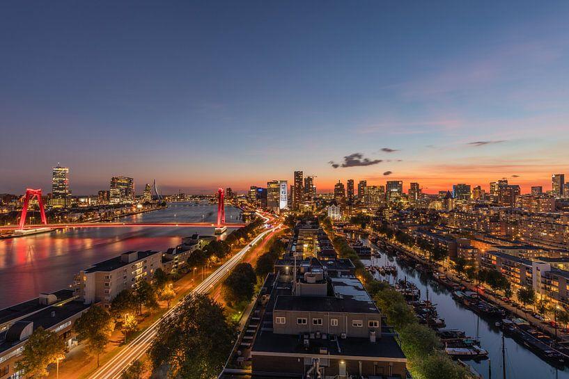De skyline van Rotterdam tijdens zonsondergang van MS Fotografie | Marc van der Stelt