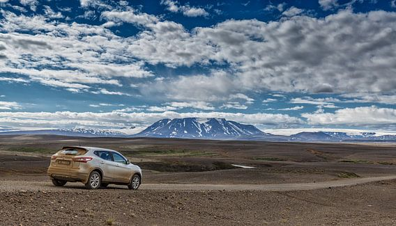 Een 4x4 in het IJslands landschap