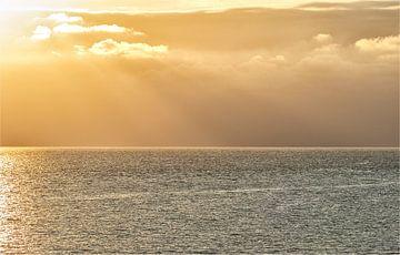 Lichtharp boven zee van peter reinders