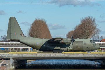 RAF C-130 Hercules bezoekt Schiphol van Jaap van den Berg