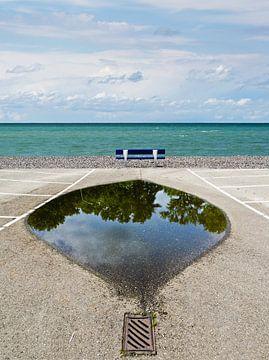 Meerblick-bank-reflexion von Hannie Kassenaar