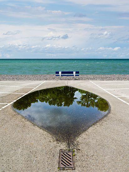 Zeezicht-bank-spiegeling van Hannie Kassenaar
