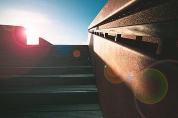 Zon en strijklicht op een trap van Fotografiecor .nl