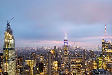 New York Skyline von der Spitze des The Rock Aussichtsplattform im Rockefeller Center in der Abenddä von Mohamed Abdelrazek