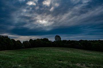 Blauwe lucht in de ochtend van Joerg Keller