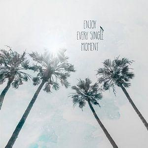Palmbomen in de zon genieten van elk moment