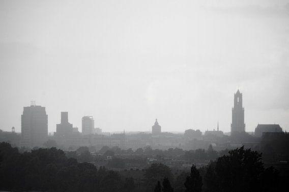Skyline van Utrecht in de regen.