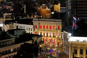 Binnenstad van Utrecht met stadskasteel Oudaen, Winkel van Sinkel en stadhuis van