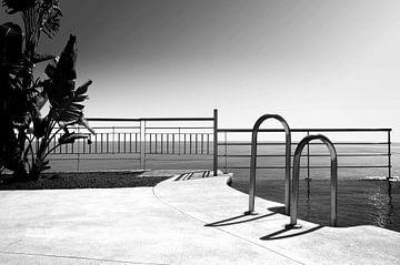 Schwimmbad (Schwarz-Weiß) von Rob Blok