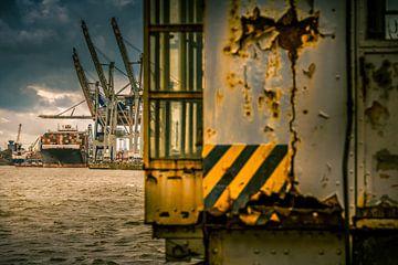 De haven van Hamburg met zijn containerterminals van Ingo Boelter