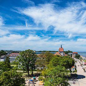 Uitzicht op de stad Kühlungsborn met strand en Oostzee van Rico Ködder