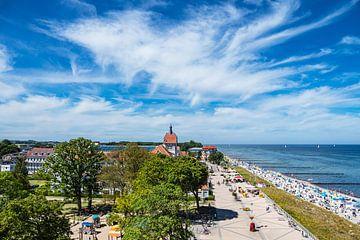 Blick auf die Stadt Kühlungsborn mit Strand und Ostsee von Rico Ködder
