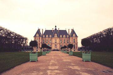 Palace in a suburb of Paris van Jokingly Kama