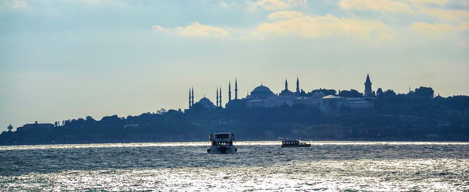 De Bosporus in Istanbul, Turkije. van Marian Sintemaartensdijk
