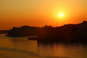 Valletta Harbour Sunrise - Haven van Valetta bij zonsopgang van Christiane Schulze